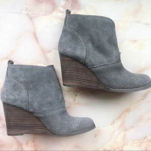 Lucky Brand Yasmin Suede Wedge Ankle Boot S. 7.5